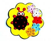 חיפושית בפרח